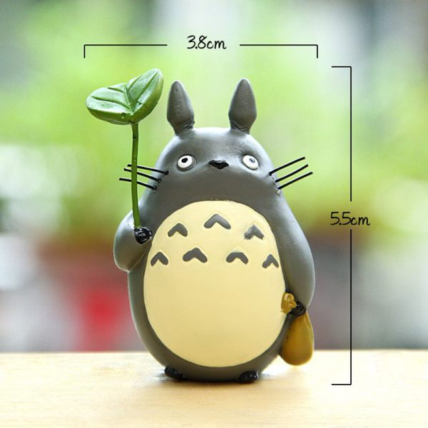 Figure Totoro With Leaf Me