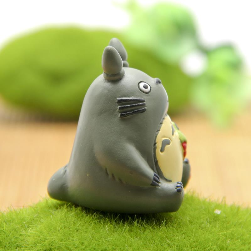Totoro Hold Grapes